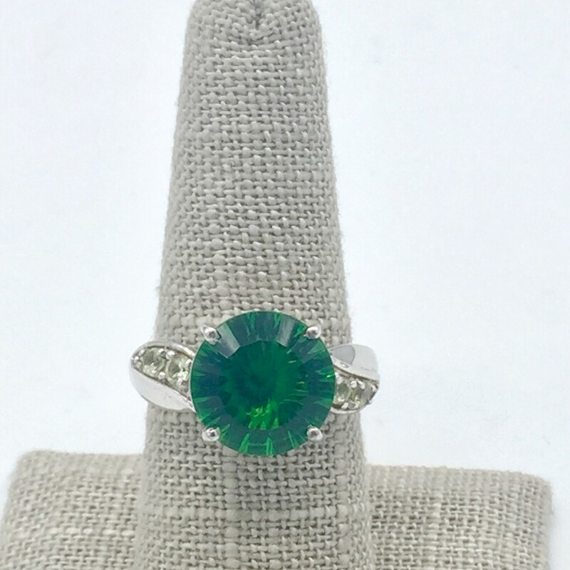 STERLING SILVER<br /> WEIGHT 3.1 DWT<br /> FINGER SIZE 8<br /> APX. 4CT GREEN HELENITE STONE PRONG SET W/ 4 PERIDOT ACCENT STONES ON BAND.<br /> <br /> <br /> <br /> <br /> SS Helenite Green Sz 8, SILVER, Size: BSH