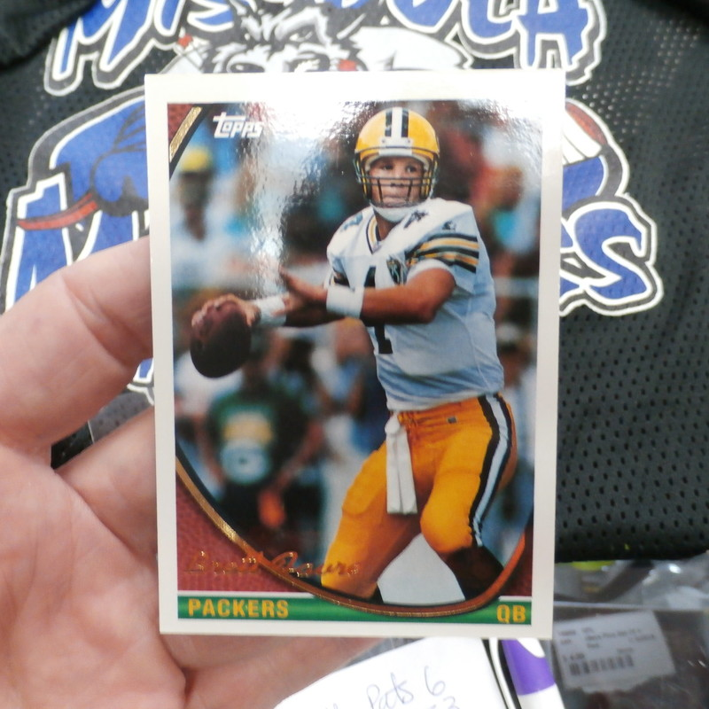Brett Favre Green Bay Packers Lot of 4 cards (#25625)<br /> Rating: (see below) 3 - Good Condition<br /> Team: Green Bay Packers<br /> Player: Brett Favre<br /> Brand: Topps, Fleer, Bowman, Absolute<br /> Size:   20pt<br /> Color: multi<br /> Material: n/a<br /> Style:  #1. 1994 Topps #530; #2. 2000 Fleer Metal #158; #3. 2001 Bowman #50; #4. 2003 Absolute Memorabilia #71<br /> Condition: - 3- Good condition: these 4 cards are not mint condition, they all have minor flaws, white showing on the sides; some corners are slightly rounded; small dent top L corner of the Absolute; Bowman has lots of white showing on all sides and corners, Fleer has white showing all sides and corners; topps looks crisp and square  (SEE PHOTOS)<br /> Our cards ship in a poly mailer; penny sleeves; top loader; multi card lots ship in a thick loader together;<br /> Shipping: FREE<br /> Item # 25625