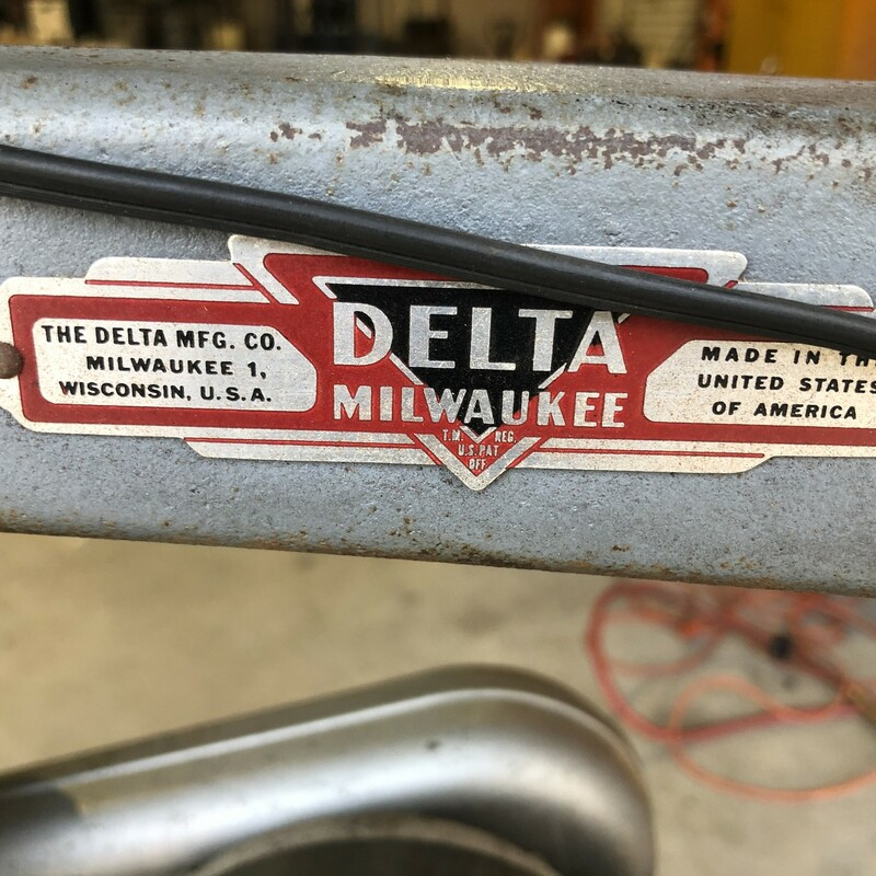 "Delta Milwaukee 70-4241 24"" Scroll Saw.<br /> <br /> *RUNS GREAT*<br /> <br /> *MADE IN USA*"