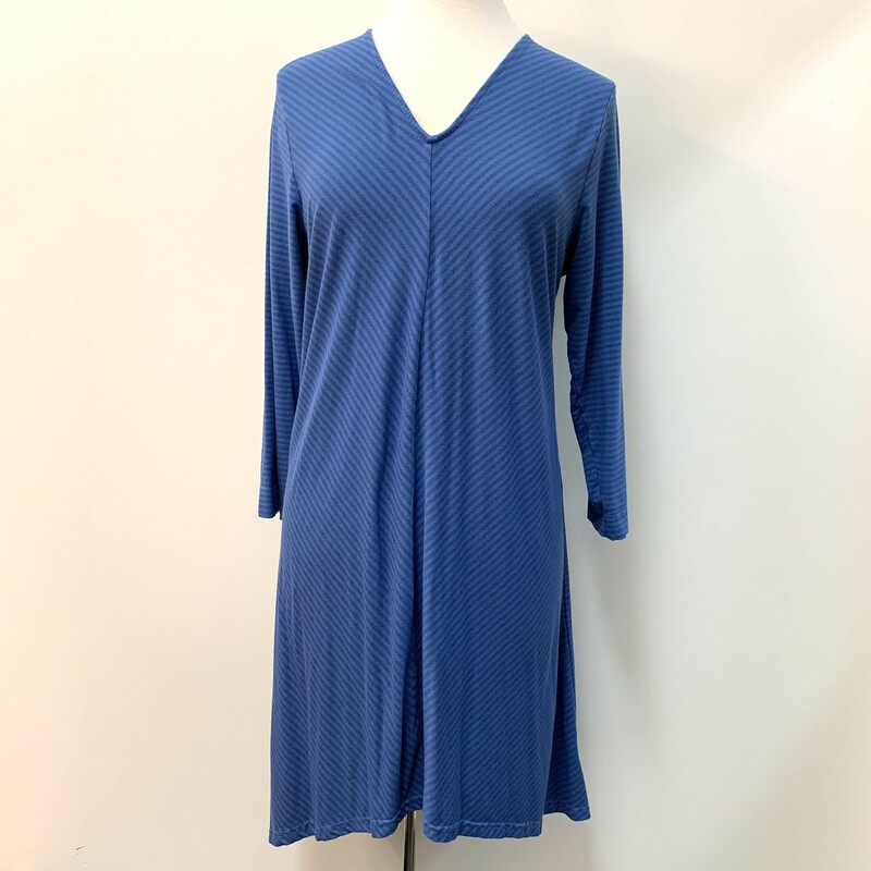 Cut.Loose Tunic<br /> Longsleeve<br /> Blues<br /> Size: XLarge