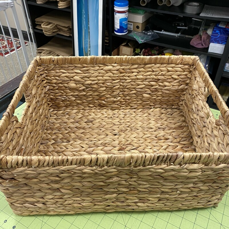 Woven Tote Basket.