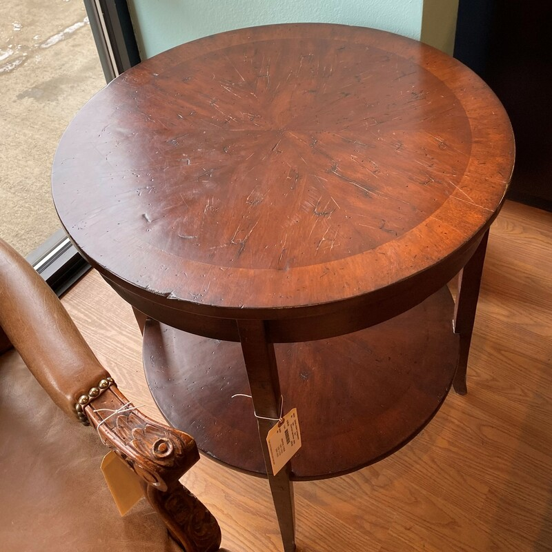 Round Side Table W/shelf.