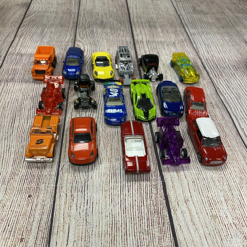 Lot Of 17 Cars.