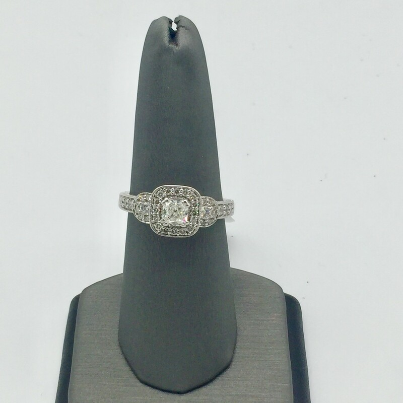 14KT WHITE GOLD<br /> WEIGHT 2.9 DWT<br /> FINGER SIZE 8<br /> PAST PRESENT FUTURE APX. 1/2CT CUSHION CUT DIAMOND IN CENTER WITH ROUND DIAMONDS ON SIDES. HALO STYLE APX. 1.00CTTW<br /> <br /> <br /> <br /> 14kt WG 1/2 Cush 1tw Halo, WHITE, Size: LIHH