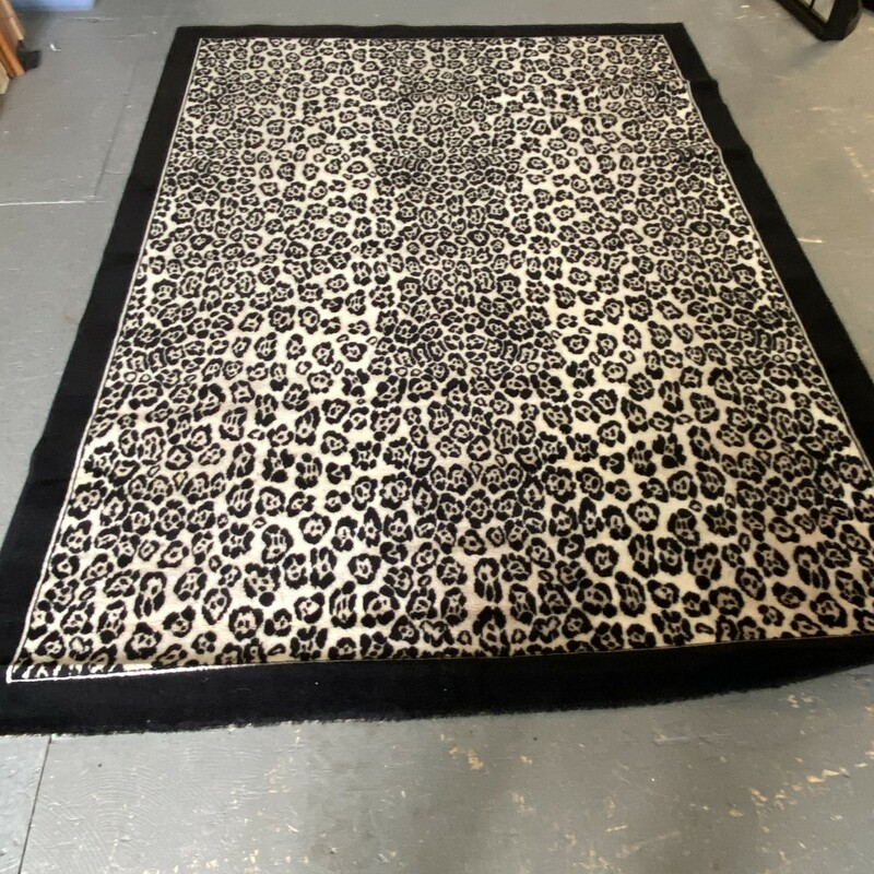 Leopard 100%Wool Pile, Black, Size: 5'7inx7'10in<br /> Belgium-Country of Origin