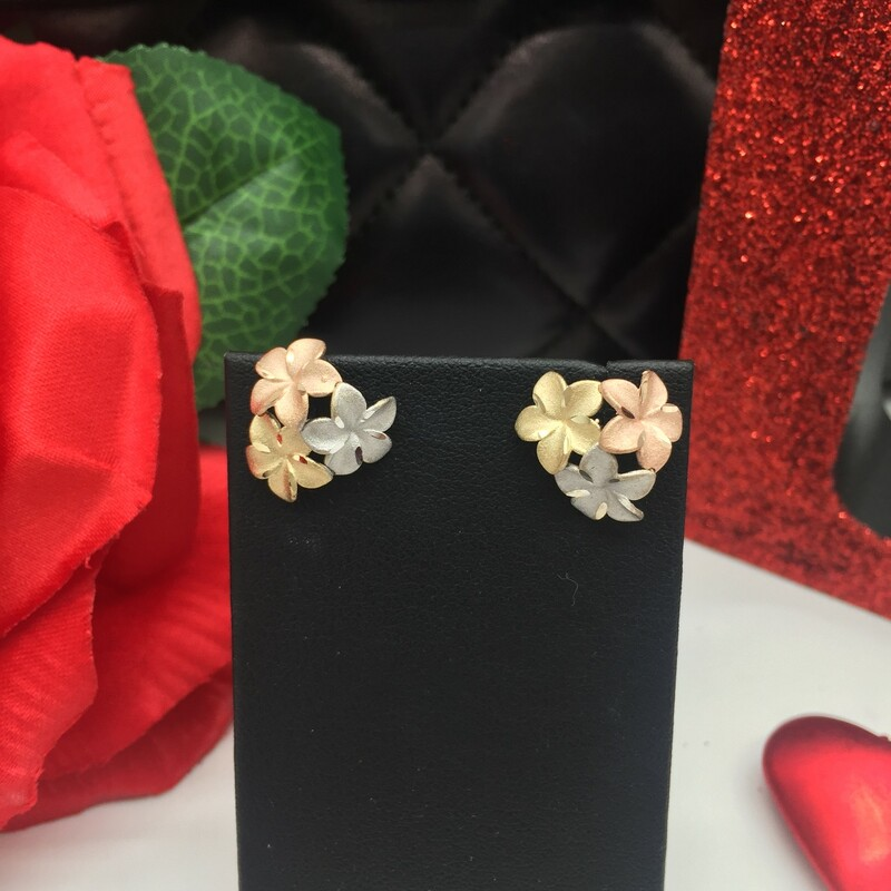 14KT YELLOW,WHITE, ROSE GOLD<br /> WEIGHT  1.6 DWT<br /> 14KT TRICOLOR HAWAIIAN FLOWER STUDS<br /> <br /> 14kt Tri Color Hawaiian E, YELLOW, Size: LHH