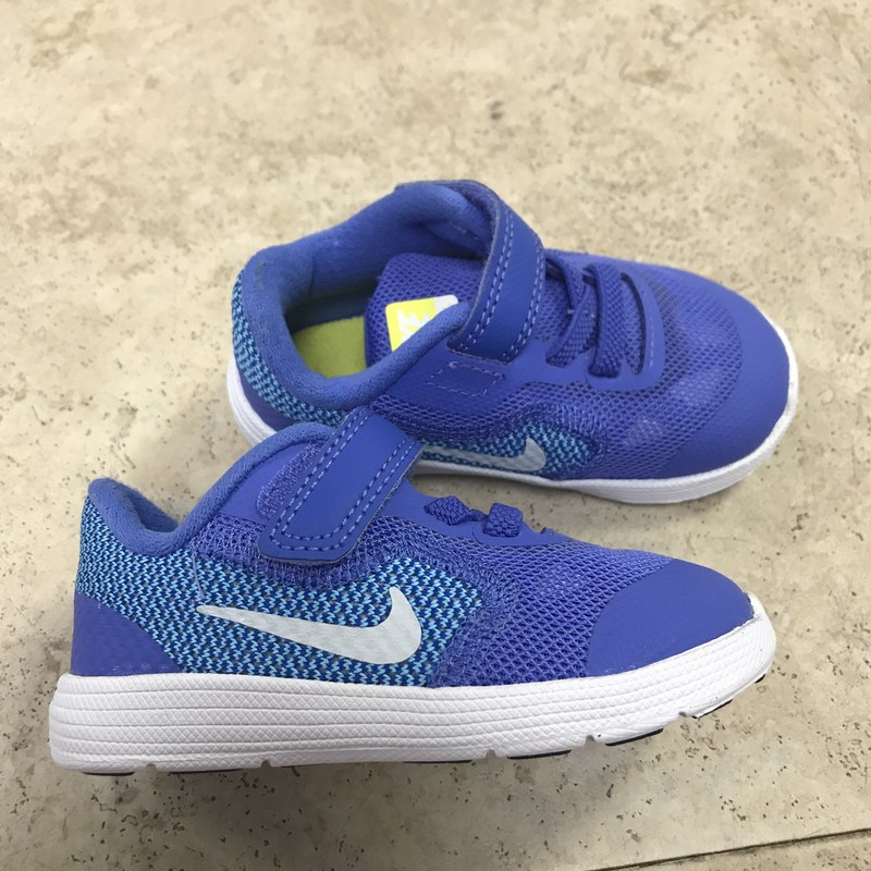 NIKE Tennis Shoes in excellent condition