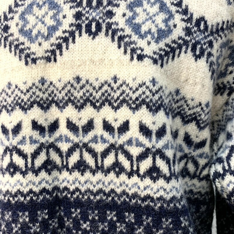 Woolrich Nordic Cardigan<br /> Vintage 90s<br /> Pure New Wool<br /> Nordic Pewter Clasp<br /> Navy and Cream<br /> Size Small