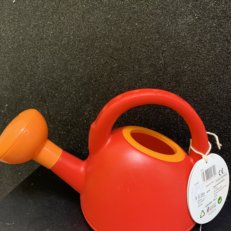 Red Watering Can, 24m+, Size: Outdoor