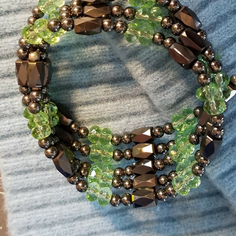 MAGNETIC BEADED BRACELET<br />  GREEN AND GREY BEADS