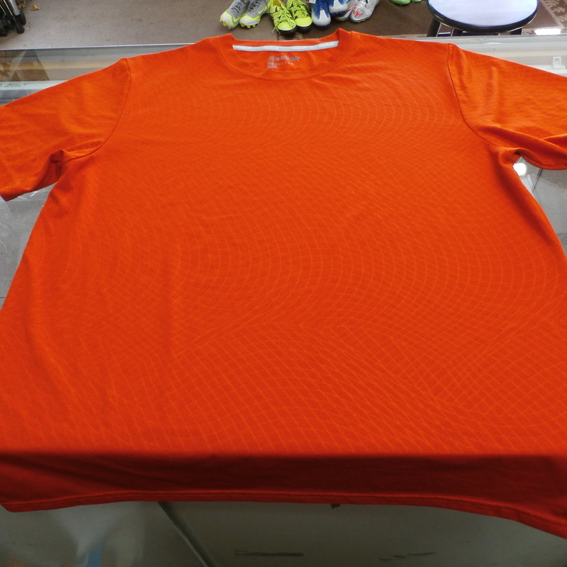 "Reebok Men's Short Sleeve Geometric Shirt Size Medium Orange Polyester #25262<br /> Rating: (see below) 2 -  Great Condition<br /> Team: N/A<br /> Event: N/A<br /> Brand: Reebok<br /> Size: Men's - Medium(Measured Flat: Across Chest: 21""; Length 27"")<br /> Measured Flat: armpit to armpit; top of shoulder to bottom hem.<br /> Color: Orange<br /> Style: Short sleeve shirt; screen pressed logo; Geometric<br /> Material: 100% Polyester<br /> Condition: 2 - Great Condition - wrinkled; material looks and feels great; clean and crisp; lightly used; no stains rips or holes<br /> Item #: 25262<br /> Shipping: $3.78"