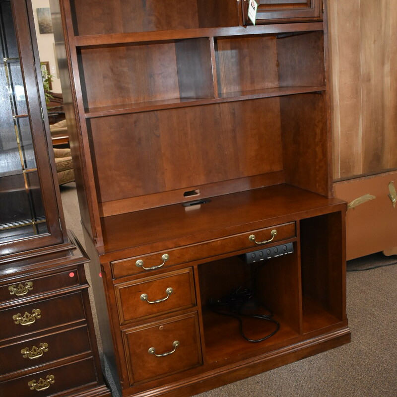 Drexel Desk W Hutch.