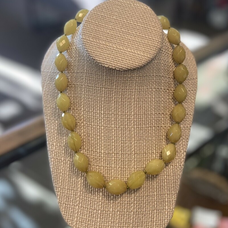 Grn/yllow Bead Necklace.