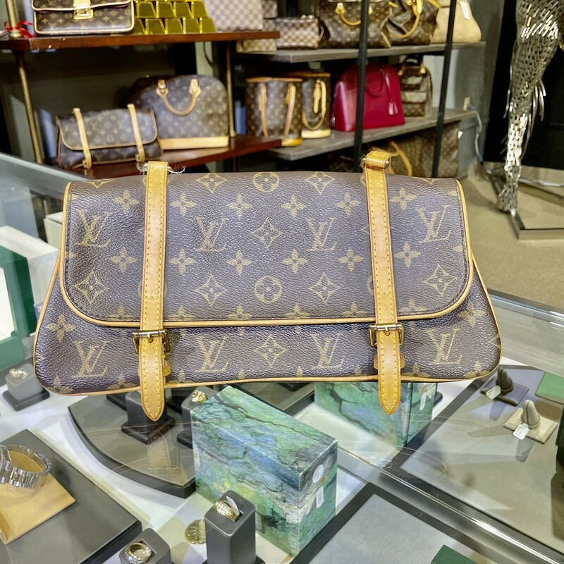 LOUIS VUITTON<br /> <br /> This bag features vachetta cowhide leather shoulder straps that extend to an ongoing decorative trim with belted buckles. The front straps unbuckle to a partitioned cocoa brown fabric interior with a pocket in the center divider. This is an ideal handbag for everyday essentials, by Louis Vuitton!