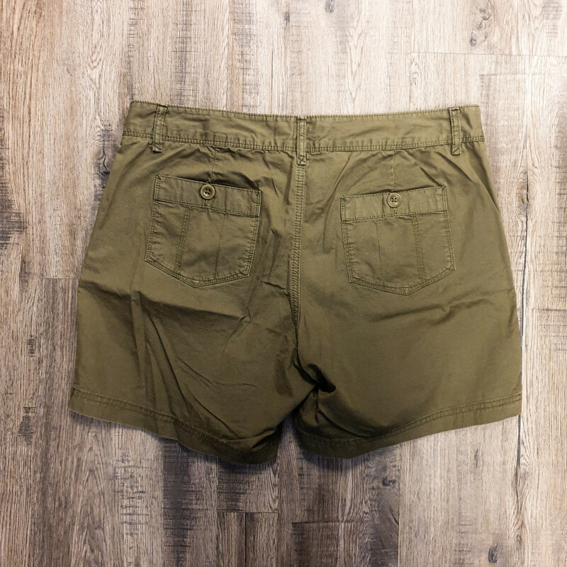 Beauitful Eddie Bauer Shorts.<br /> - Olive color<br /> - Real front and back pockets<br /> - Waist circumference: 34 in.<br /> - Length: 15 in.<br /> - Size Medium/10<br /> <br /> * Please note that these measurements and pictures are for reference only and may vary slightly from the original.