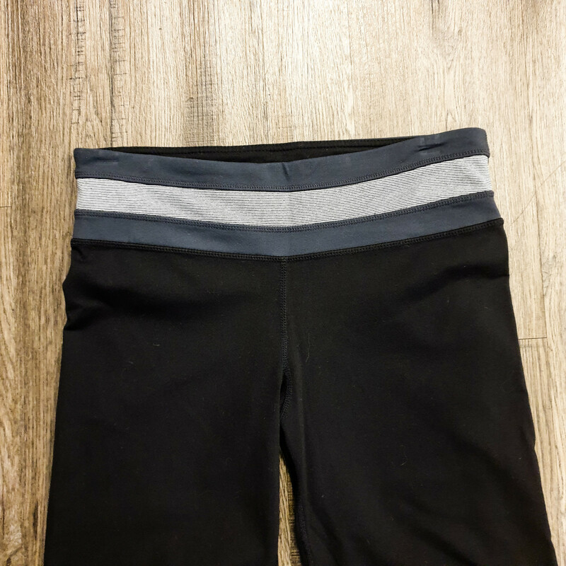 Beautiful Yoga Pants.<br /> - Black and gray color<br /> - Elastic waistband<br /> - Inner pocket<br /> - Stretchy<br /> - Waist circumference: 28 in.<br /> - Length: 40.5 in.<br /> - Size Small<br /> <br /> * Please note that these measurements and pictures are for reference only and may vary slightly from the original.