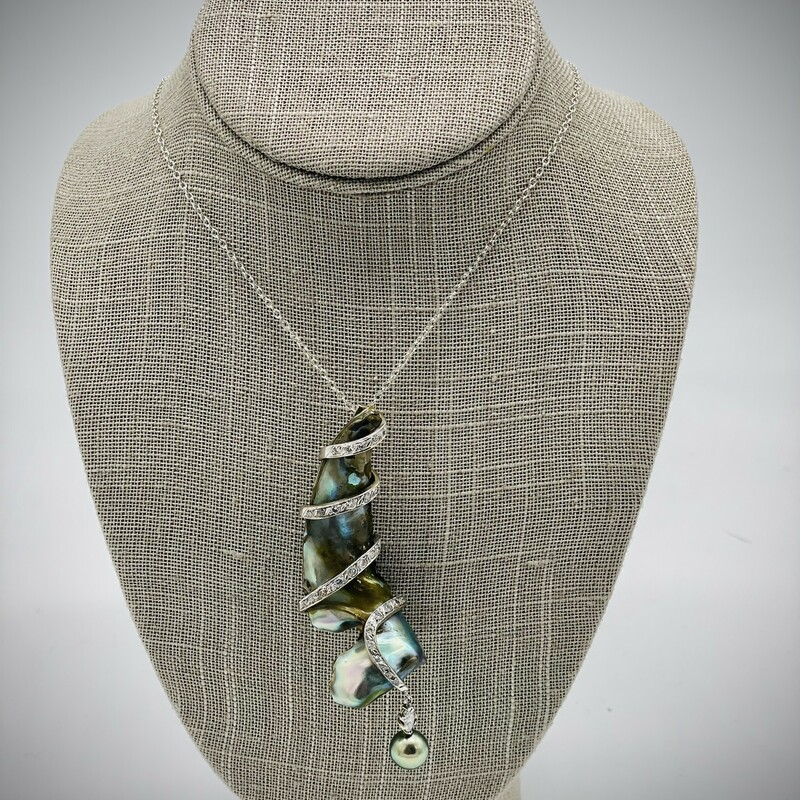 14KT WHITE GOLD<br /> WEIGHT 17.8 DWT<br /> ABALONE SHELL WRAPPED IN 14KT WG<br /> DIAMONDS 1.3CTTW RB<br /> 10MM TAHITIAN PEARL<br /> DOUBLE HIDDEN BAIL