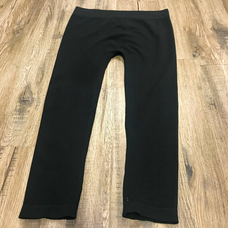 Beautiful C'est Moi Clothing Co. Leggings.<br /> - Black color<br /> - Solid<br /> - Bamboo Seamless<br /> - Natural<br /> - Environment Friendly<br /> - Breathable and cool<br /> - Stretchy<br /> - Waist circumference: 25 in.<br /> - Length: 28 in.<br /> - Size One Size<br /> <br /> * Please note that these measurements and pictures are for reference only and may vary slightly from the original.