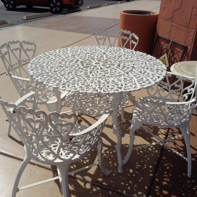 "Wrgt Iron Table+4 Chairs, White, Wrght Iron<br /> 41"" x 28"" tall"