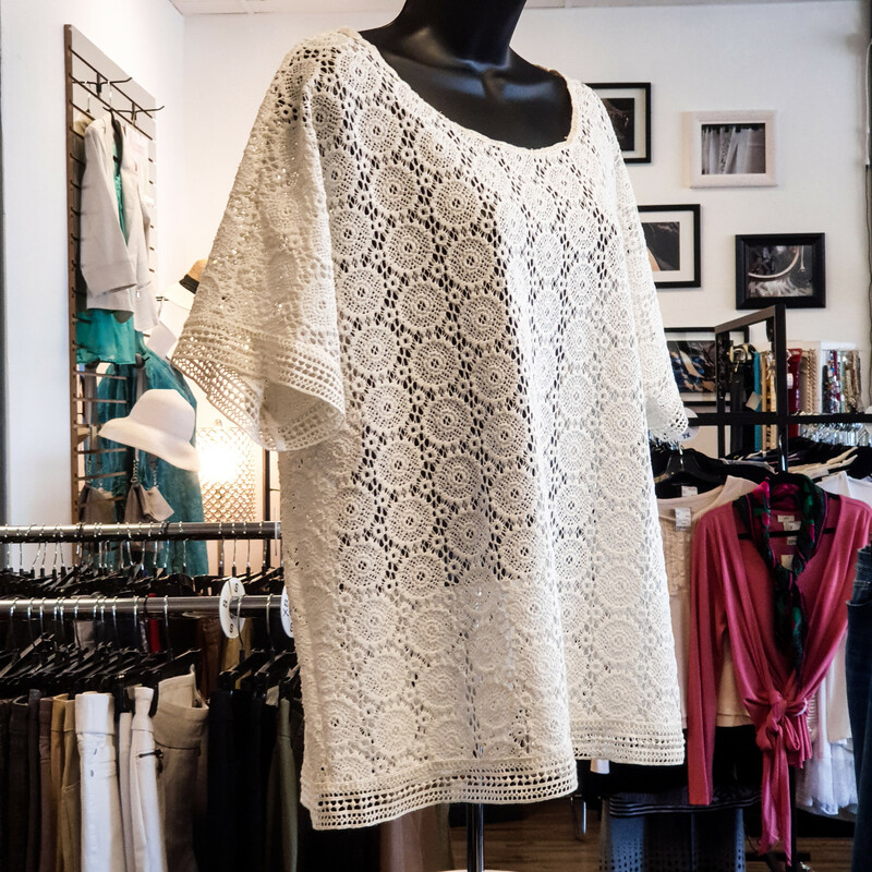 Beautiful Chico's Top.<br /> - Off-white color<br /> - Lace top<br /> - Bust circumference: 49 in.<br /> - Length: 26 in.<br /> - Sleeves length: 9.5 in.<br /> - Size XLarge/3<br /> <br /> * Please note that these measurements and pictures are for reference only and may vary slightly from the original.