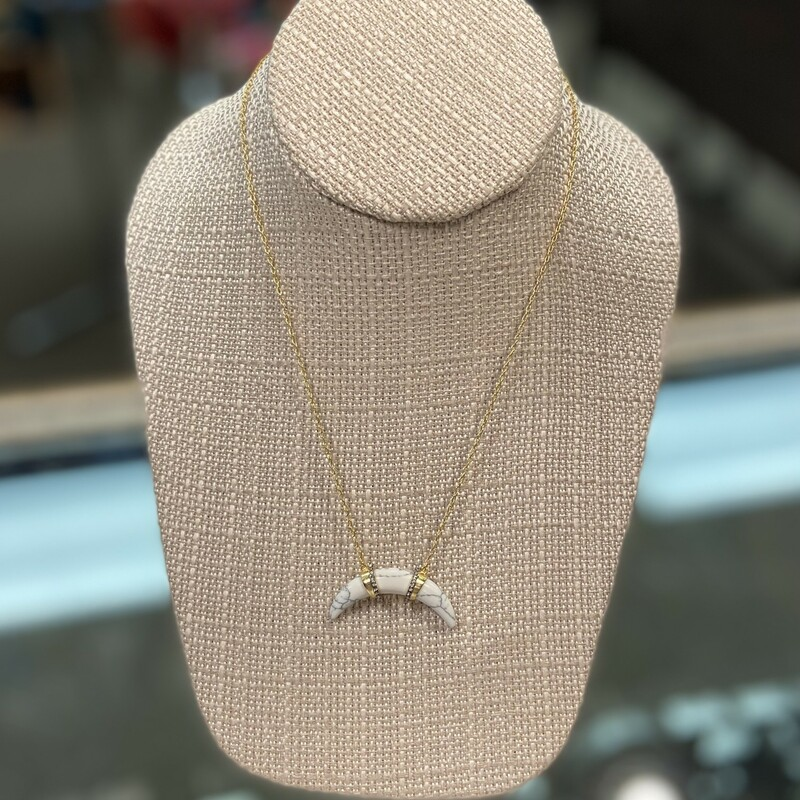 Gld/wht Horn Necklace.