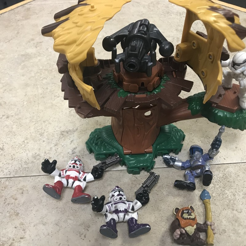 Star Wars Set/Tree, 5 figures, great condition, missing bullets from treetop gun
