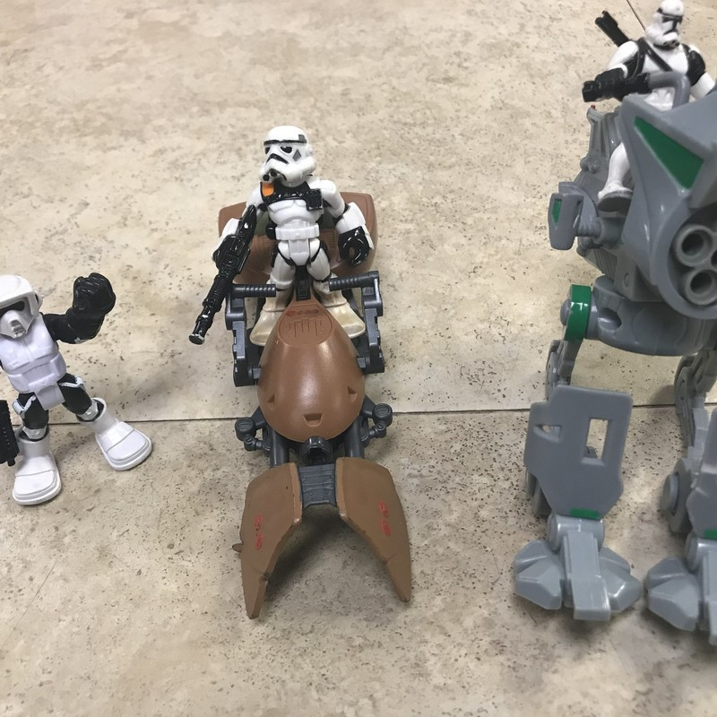 Star Wars Set/vehicles, excellent conditin, 3 figures