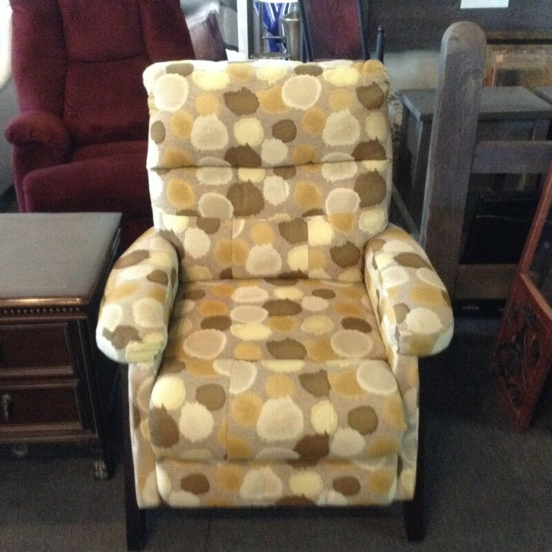 Beige/Yellow Recliner, Cream, Spots<br /> 36'' wide x 39'' tall