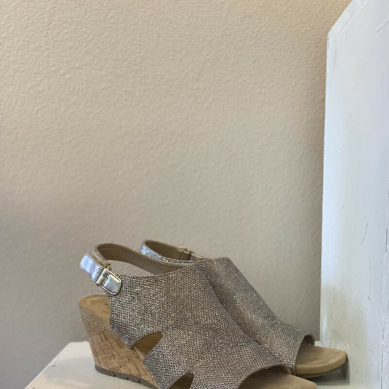 Gld Sparkle Wedge Sandal.