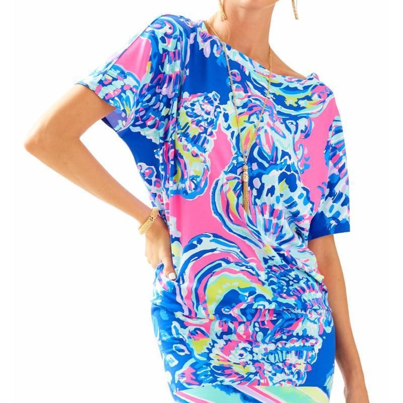"Lilly Pulitzer Coastal Retreat Engineer Lowe Dress size Small Like new condition. Orig. rtl: $180<br /> <br /> <br /> The Lowe Dress is a versatile, easy short sleeve dress that you can dress up or keep casual. The engineered printed dress can be worn multiple ways (long, ruched, off-the-shoulder), and take you from poolside to party.<br /> Engineered Easy Short Sleeve Dress.<br /> 37"" From Top Of Shoulder To Hem.<br /> Length: Knee Length.<br /> Rayon Spandex - Printed (93% Rayon, 7% Spandex).<br /> Hand Wash Cold. Separately."