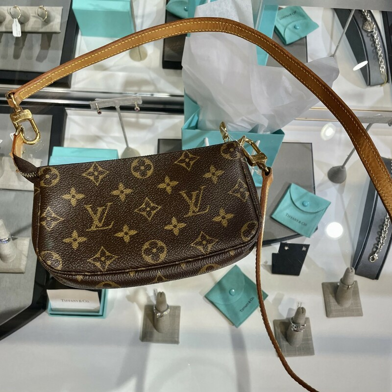 LOUIS VUITTON<br /> CROSS BODY<br /> MINI POCHETTE<br /> SIZE 6.7 X 1.2 X 3.9 INCHES 17  X3 X 10CM<br /> SHOULDER DROP 19.3INCHES