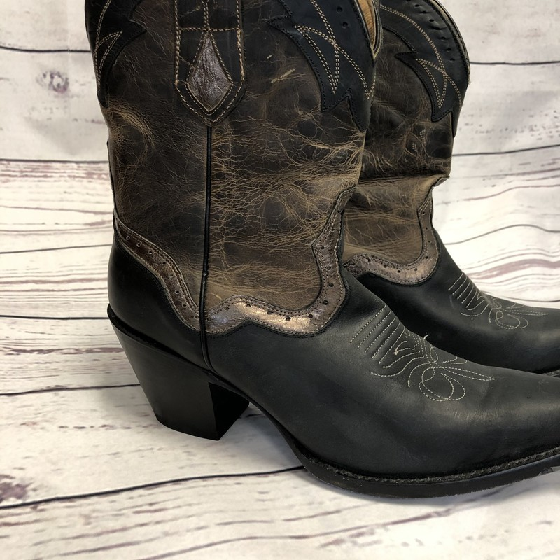 Beautiful Womens Sterling River Cowboy Boots. These are in gently used condition.  They sell on Poshmark for $150.00