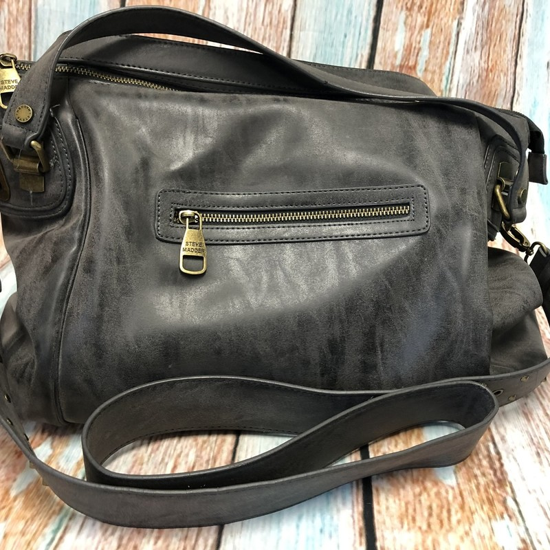 Beautiful Steve Madden Purse in gently used condition.