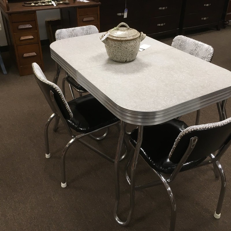 Table &amp; 4 Chairs<br /> 1 12inch Leaf