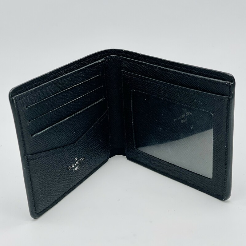 Detailed Features<br /> 4.5 x 3.5 x 0.6 inches<br /> (length x Height x Width)<br /> Coated Canvas<br /> Cowhide Leather and Canvas lining<br /> Cowhide Leather filetto trimmings<br /> 3 credit cards slots<br /> 2 compartments for bills and tickets<br /> 2 side slots for receipts<br /> 2 business cards slots