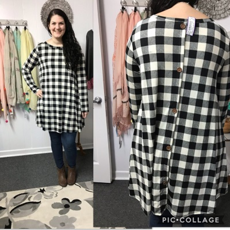 Merie looks amazing in our Ivory Button Back Checker W/ Pockets Dress. The material is super soft made of 92% Polyester 8% Spandex with a length of 35in.