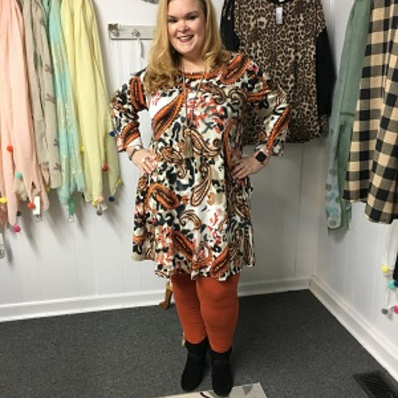 Amanda looks gorgeous in our Paisley 2/3 Sleeve Dress. You can wear this to any occasion and it looks perfect with copper leggings. The material is made of 95% Polyester 5% Spande with a length of 35in and it has pockets!