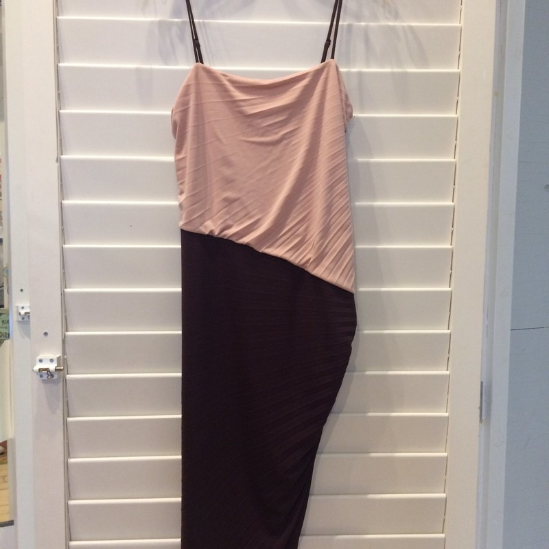 This dress is a gorgeous mixing of soft blush and a maroon tone. Size 8. 100% Polyester