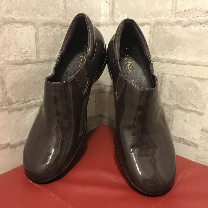 brown patent leather with elastic goring.  Wedge heel for slight elevation. Weave tread.  Size 11B. New condition