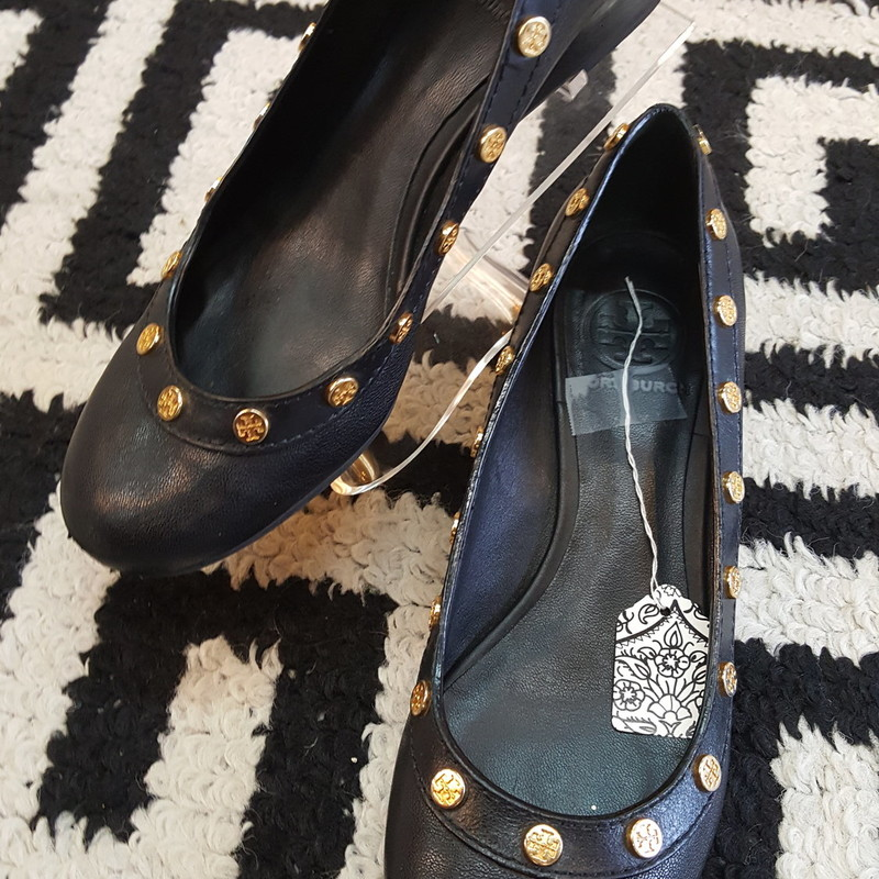 Fair condition, black leather with gold hardware, Tory Burch wedge with 1.5 inch heel, scuffs on front, size 7
