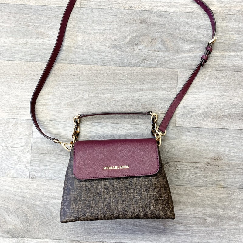 Excellent condition small Portia crossbody from Michael Kors<br /> No marks or stains<br /> Originally $328