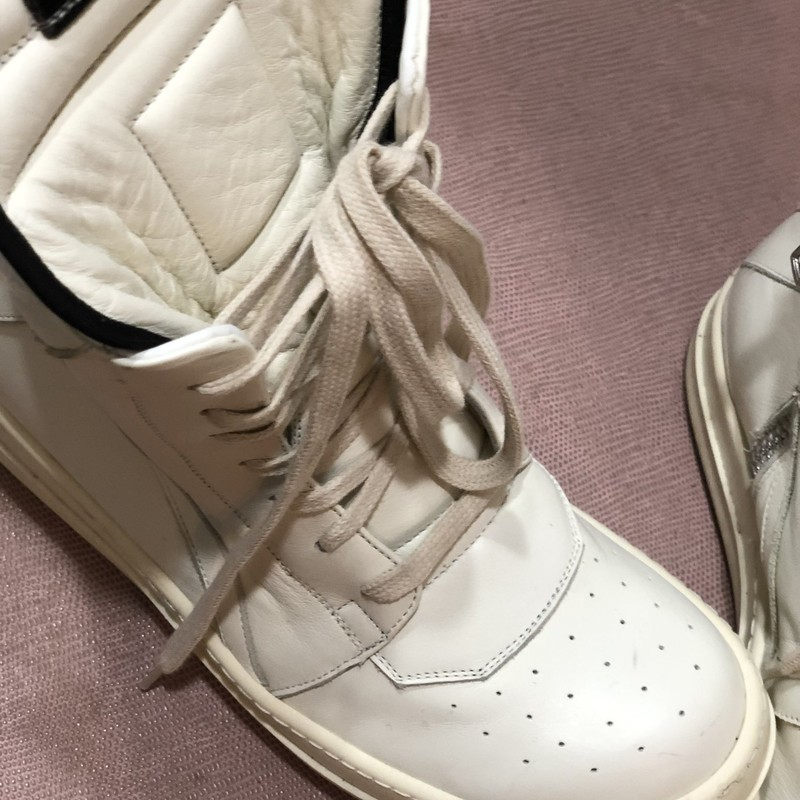 Rick Owen White Hightops, White, Size: 8<br /> condition excellent
