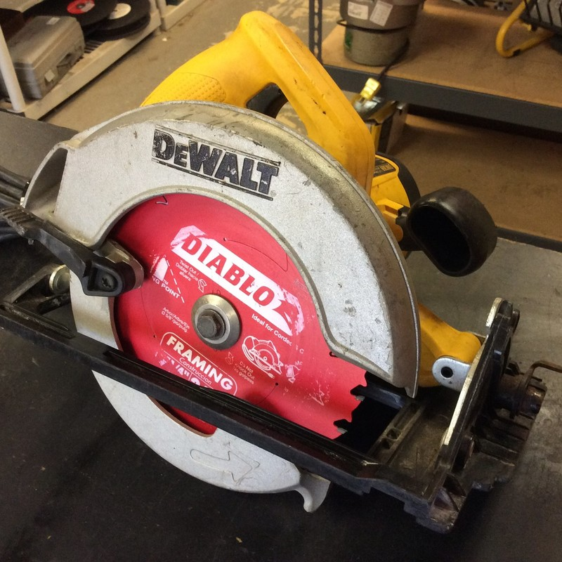 DeWALT DW369 7-1/4-Inch Circular Saw with Electric Brake