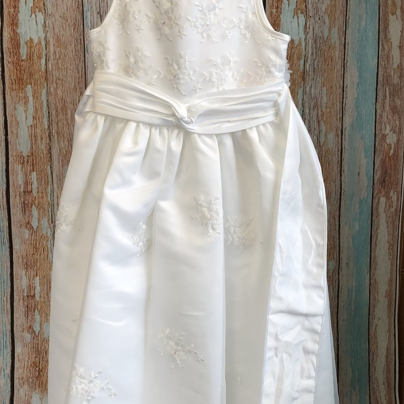Bonnie Jean First Communion dress with a veil.  The veil is a headban with flowers and double layer of tulle, both are in great condition.
