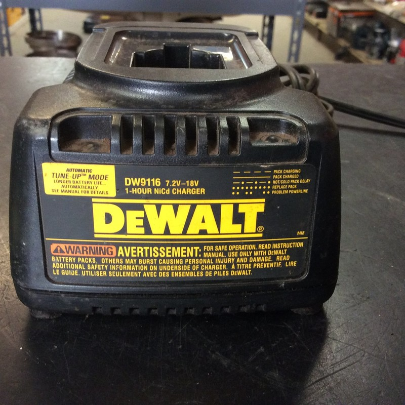 DeWALT DW9116 7.2V-18V 1-Hour NiCd Battery Charger with Automatic Tune-Up Mode
