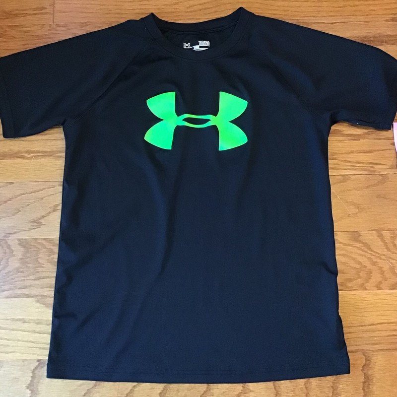 Under Armour Shirt, Black, Size: Large<br /> <br /> Very small cracking at the logo