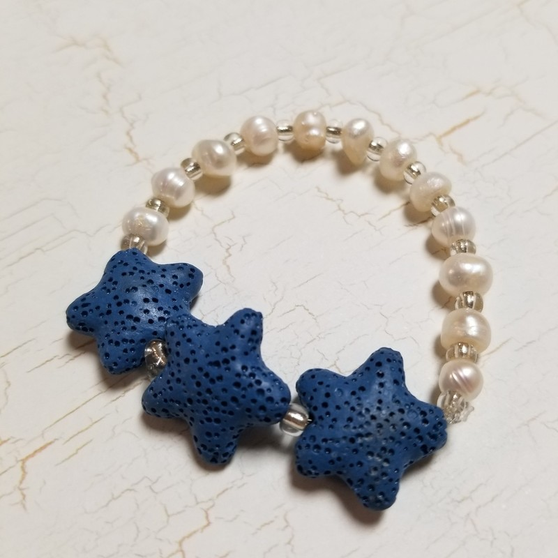 Blue Star diffuser beads for essential oils and white glass beads. Sturdy stretchy band for comfort.