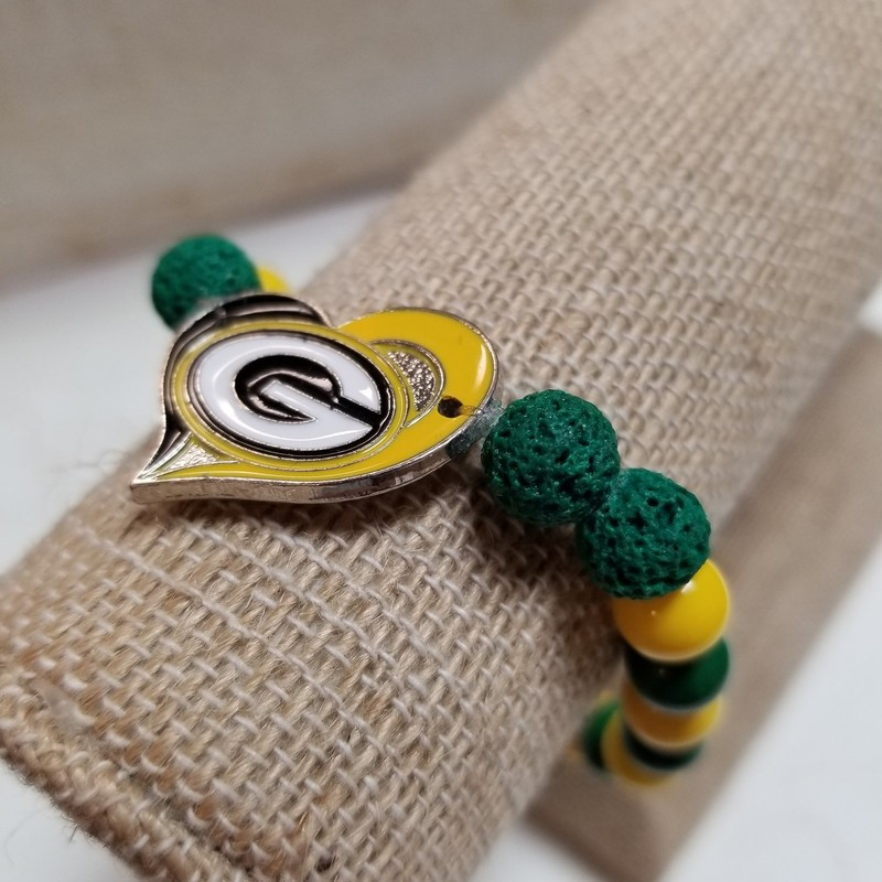 Green Bay Packers Diffuser Bracelet with glass and diffuser beads for essential oils. Sturdy stretchy band for comfort.