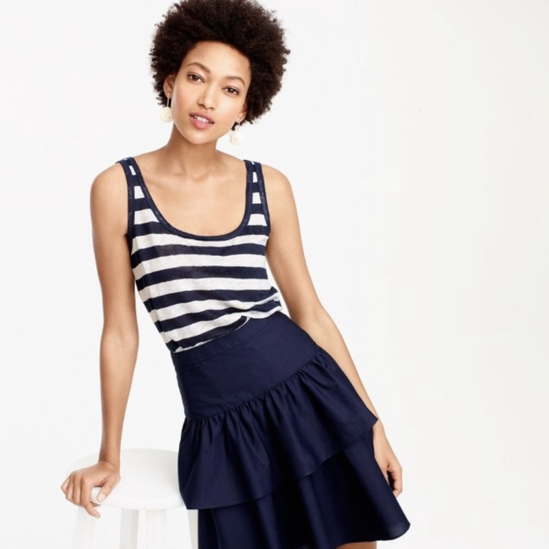 J. Crew EUC Scoopneck linen tank top in stripe in navy /white size Med<br /> <br /> &quot;With thin straps and a front-and-back scoop that dips low—but not too low (read: you can still wear a bra with it), this striped tank is the perfect layer.<br /> <br />     Linen.<br />     Hand wash.<br />     Import<br />     Slightly loose fit.<br />     Body length: 24 1/2&quot;.<br /> <br /> Photo and description credits: Jcrew.com