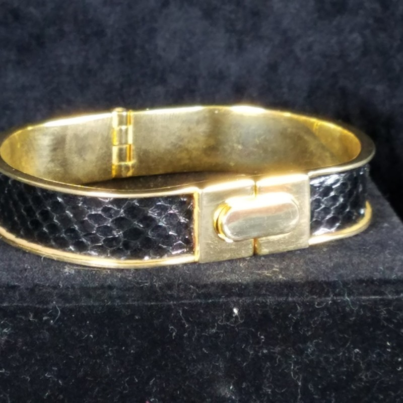 VINTAGE GOLD-TONE AND BLACK SNAKESKIN BRACELET. 8&quot; OPENING<br /> EXCELLENT CONDITION